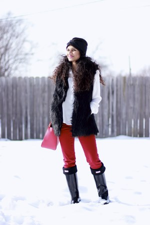 red kate spade bag - Hunter boots - red Zara pants - white H&M top