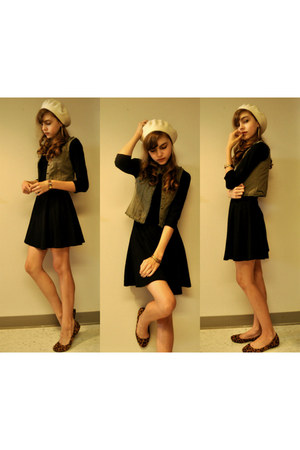 vintage bracelet - black Forever 21 dress - cream beret hat