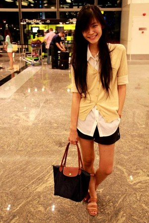 navy Long Chomp bag - black shorts - white top - beige cardigan - tawny flats