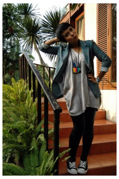 blazer - top - necklace - leggings - Converse All Star shoes