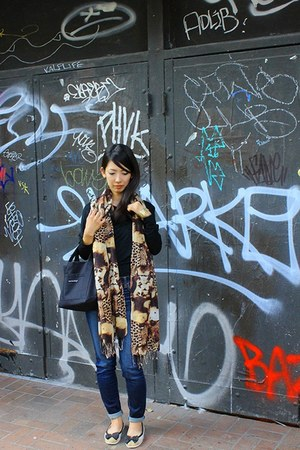 LOFT82 top - American Eagle jeans - scarf - Marimekko bag