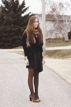 black The Free Island sweater - black H&M skirt