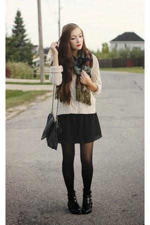 off white Chicwish sweater - black Matt and Nat bag