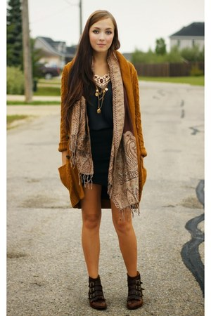dark brown Modern Vice boots - gold Kristin Perry necklace