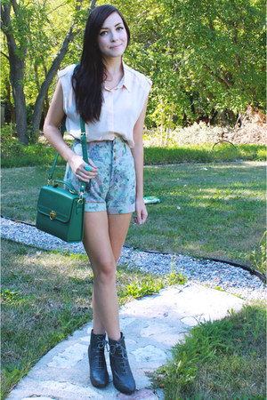 green Chicwish bag - periwinkle Chicwish shorts