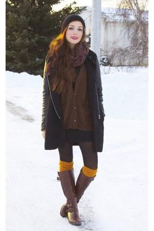 black romwe coat - chicnova scarf - mustard tabbisocks socks