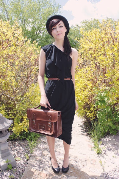 black COCO REVE dress - brown romwe bag