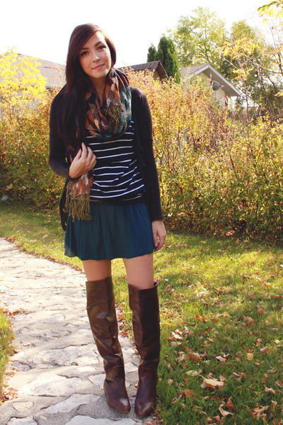 dark brown Spring boots - navy ClubCouture top