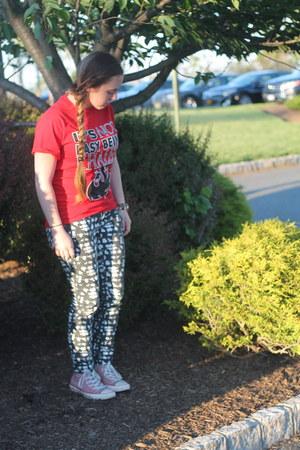 red cotton baggy Jerzeez t-shirt - black skinny denim free people jeans