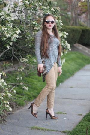 white chicnova sunglasses - mustard skinny denim Urban Outfitters pants