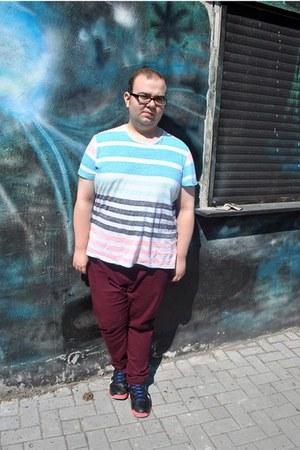 brick red skinny asos jeans - striped H&M shirt - black nike sneakers
