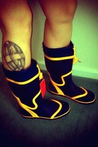 navy wellingtons Seafarer boots - yellow drawstring boots