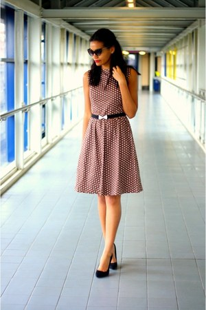 brown polka dot vintage dress - black suede Kurt Geiger shoes