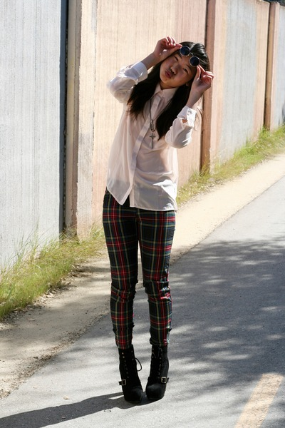 green tartan Harajuku Mini for Target pants - black lace-up Steve Madden boots