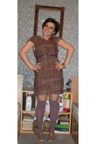 dress - golden point - purple - - brown shoes