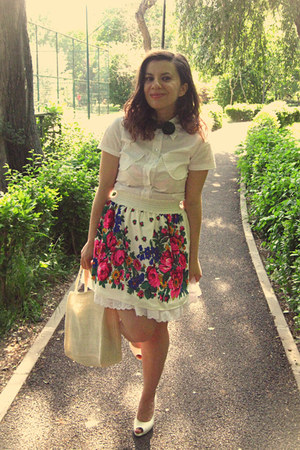 white Gabriela Atanasiu skirt - white shirt - cream bag