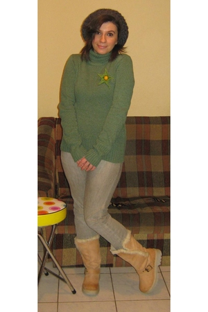 green sweater - - gray jeans - -