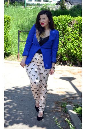 black shoes - blue blazer - neutral pants