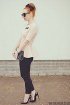 neutral H&M top - black H&M pants - black dune heels