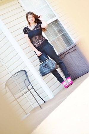 necklace Queen of La La Land accessories - JC Penny jeans - Mimi Boutique bag