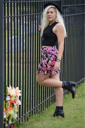black hat Nasty Gal hat - black crop top shirt - bubble gum Forever 21 skirt