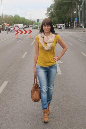 mustard Stradivarius t-shirt - sky blue Tally Weijl jeans - cream H&M scarf