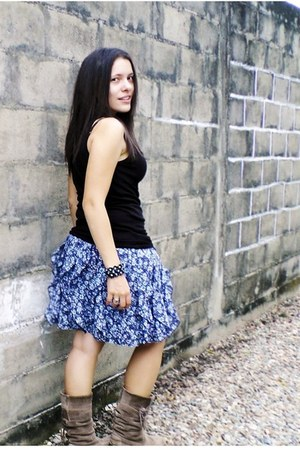 navy floral print Forever 21 skirt - dark brown winter Bershka boots