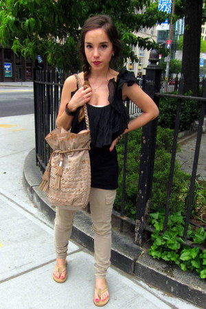 tan Big star jeans - tan vintage bag - black Elizabeth and James top