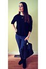 Black-slip-on-sketchers-boots-navy-skinny-brazil-jeans-black-romwe-purse