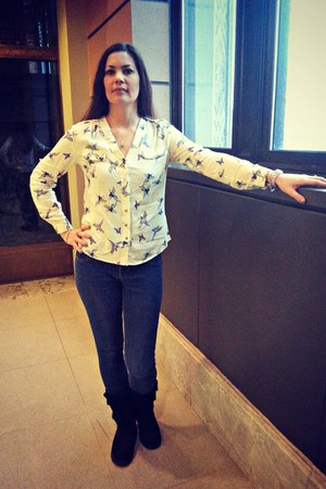 cream romwe blouse - black slip on Sketchers boots - navy jeggings Brazil jeans