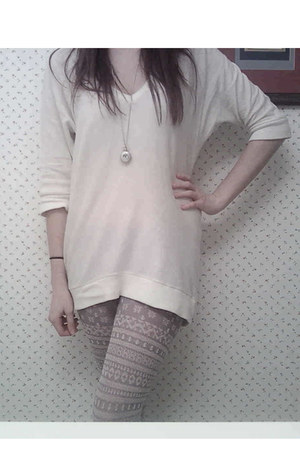 heather gray tights - eggshell sweater - tan flats
