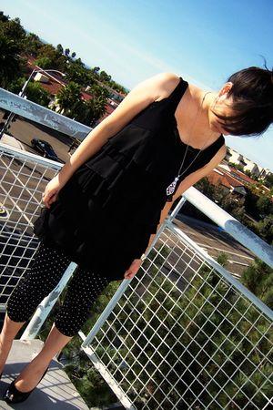 black H&M top - black honeys leggings - silver Somewhere in japan necklace