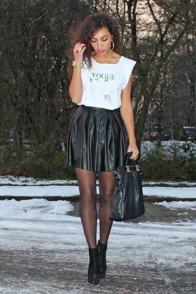 leather Estradeur skirt - vogue text my own design t-shirt - deezee heels