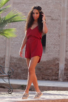 tan Dolcis shoes - ruby red chicnova romper