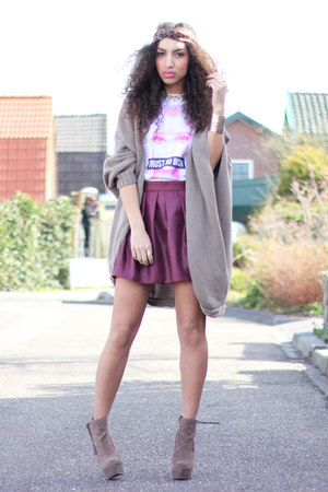 dark brown heels asos boots - white Chivas t-shirt - maroon skater Primark skirt