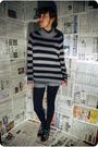 Gray-vintage-sweater-black-tights-black-qupid-shoes