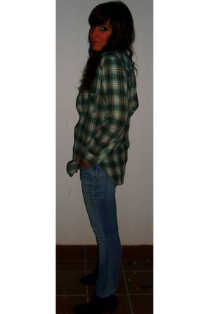 green BLANCO shirt - blue H&M jeans