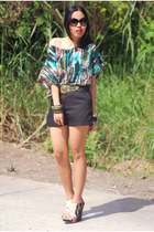 printed Forever 21 top - black shorts - Cintura belt - Aldo wedges