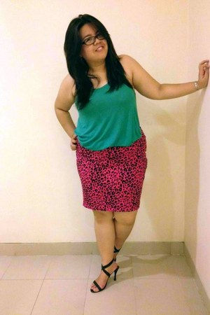 hot pink leopard Forever 21 skirt - green top