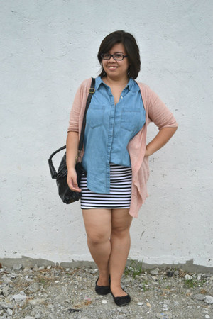 black sammydress bag - salmon cardigan - white striped skirt