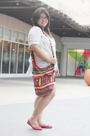 tribal from Cheyser bag - white H&M top - red Parisian flats