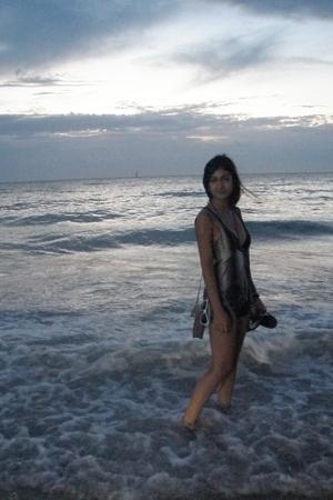 Mink Pink vest - Ripcurl swimwear - shorts - sunglasses - Havianas shoes - vinta