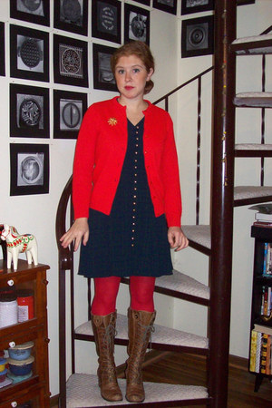 gold vintage accessories - brown seychelles boots - navy thrifted DBY dress