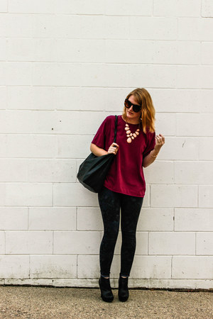 salmon necklace - magenta Notations shirt - black faux leather bag