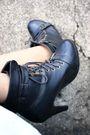 Black-top-gray-skirt-black-belt-black-boots