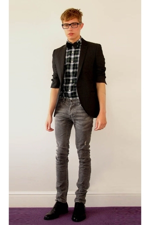 black bowtie tie - black shoes Prada shoes - gray denim jeans Topman jeans