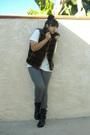 Blue-blazer-white-t-shirt-gray-jeans-black-boots