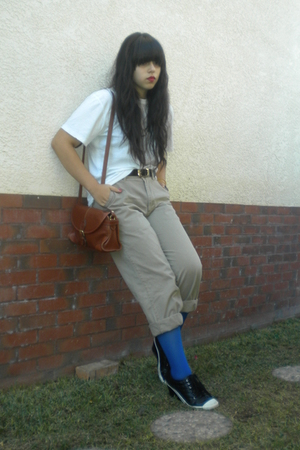 white t-shirt - beige pants - blue DKNY tights - black shoes - black belt - brow