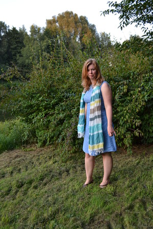 sky blue Betty Barclay dress - dark brown Aria sandals