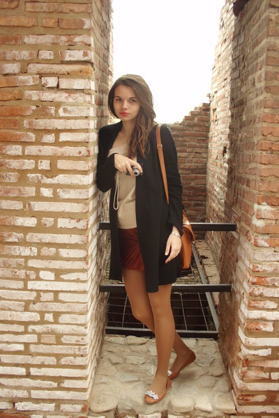 black random blazer - cream cotton random blouse - tawny cotton Amisu skirt